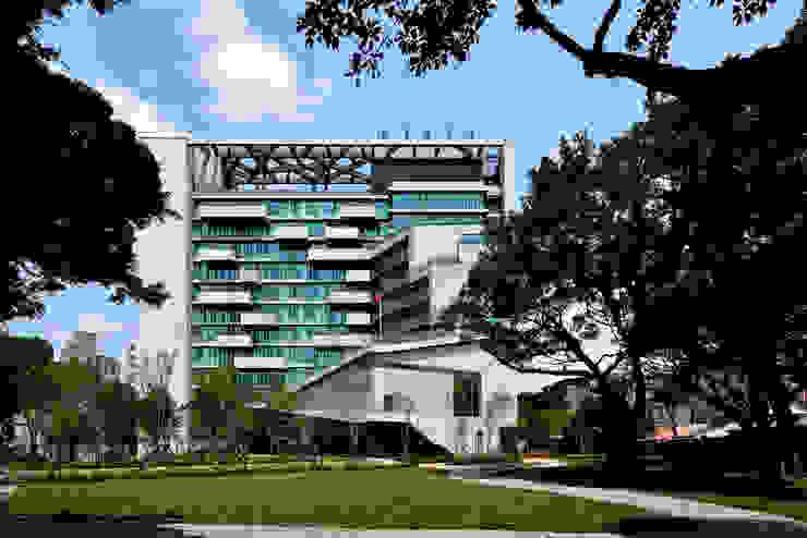 Casas de estilo industrial de 綠野國際建築師事務所 Industrial