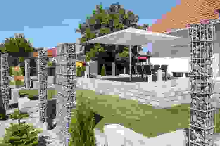 Sonnenschirm Typ T 4x4m Moderner Garten von Uhlmann Sonnenschirme e.K. Modern
