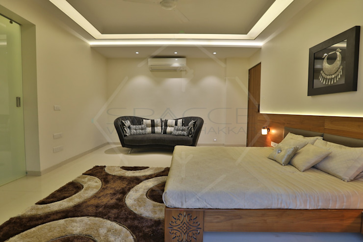 CAPITAL GREEN - 1 Asian style bedroom by SPACCE INTERIORS Asian