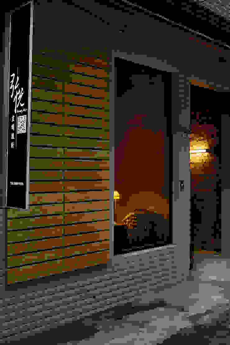 一則以虛一則以實,虛實之間又在規矩之內 根據 弘悅國際室內裝修有限公司 工業風 實木 Multicolored