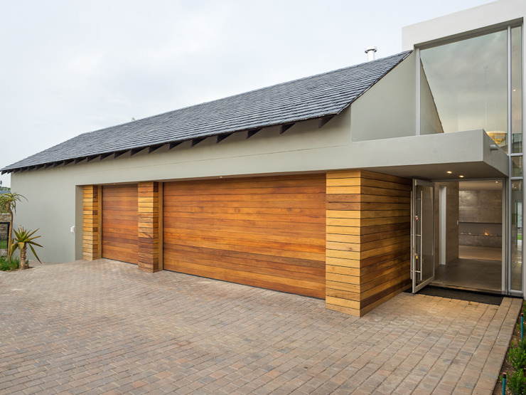 600 square meter home in Waterfall Country Estate by Luc Zeghers Architects