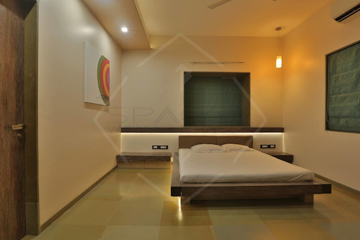 RAW SIGNATURE Classic style bedroom by SPACCE INTERIORS Classic