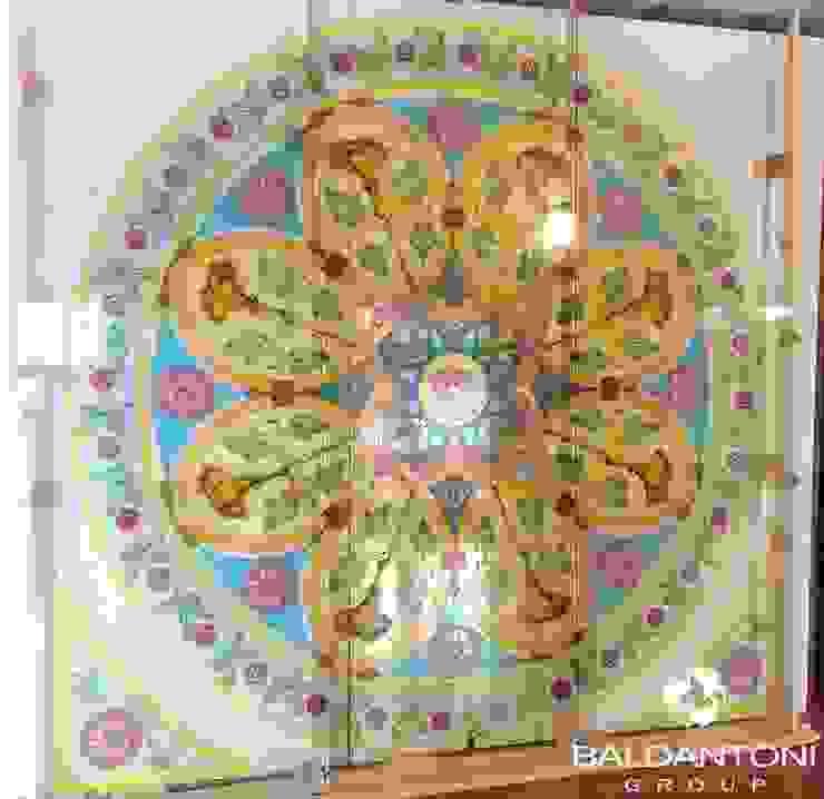 Vetrata stile neoclassico di Baldantoni Group Moderno