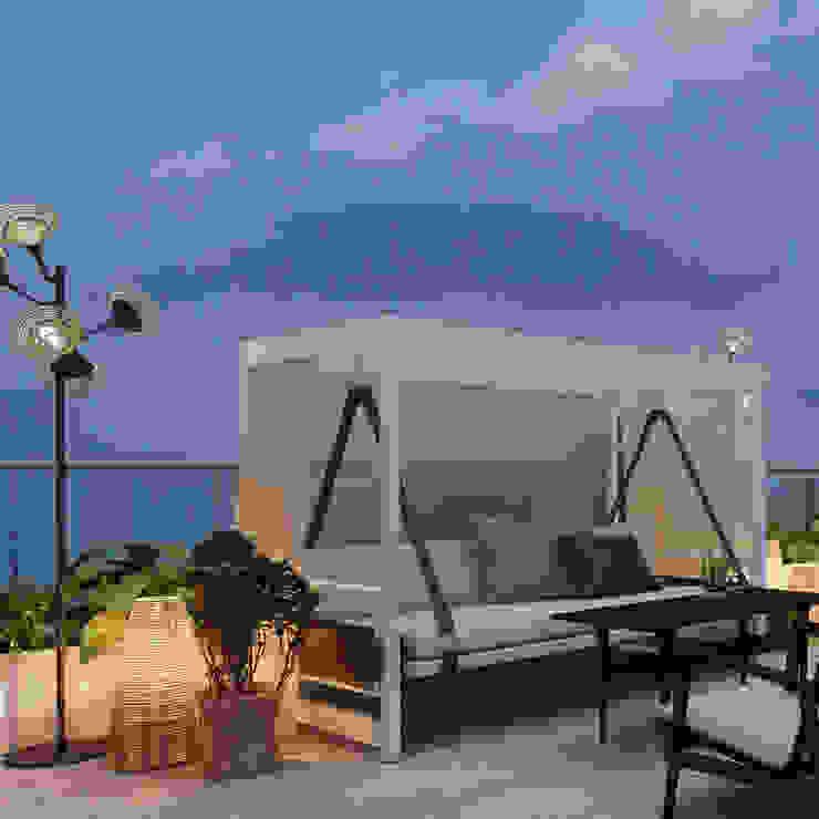 Yalova_Villa_Sauna Modern Balkon, Veranda & Teras homify Modern