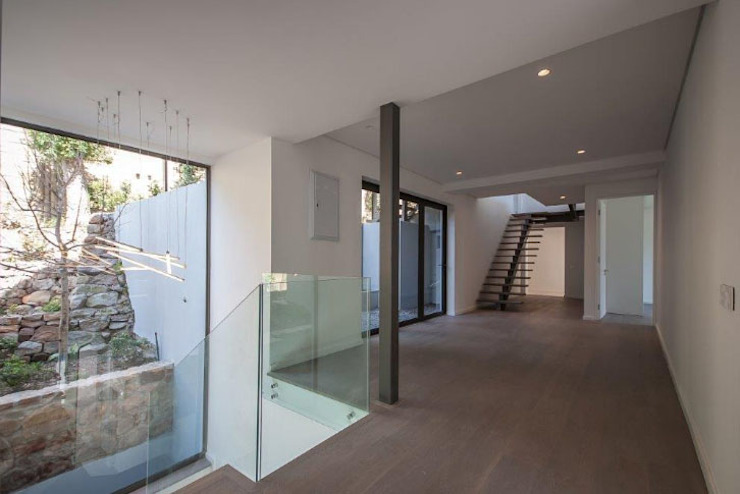 Interior - gallery. Modern Corridor, Hallway and Staircase by Architectural Hub Modern