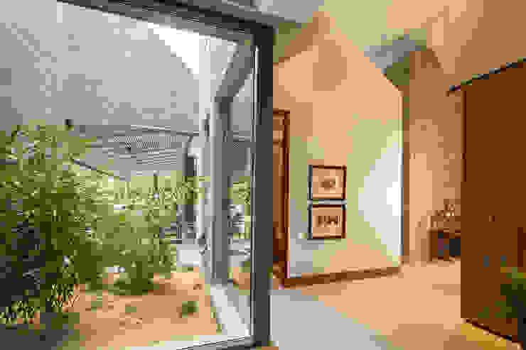 Casa La Querencia Jardines de estilo industrial de toroposada arquitectos sas Industrial