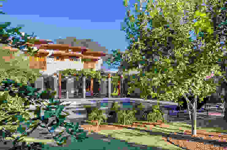 Jardines de estilo  por Le Jardin Arquitectura Paisagística, Tropical