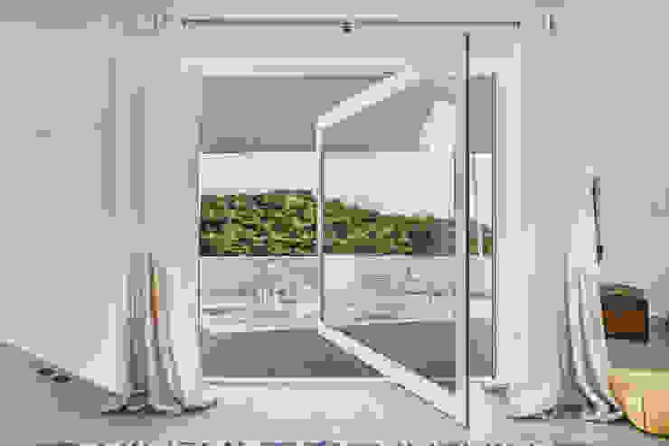 Modern Windows and Doors by dacruzphoto Modern Aluminium/Zinc