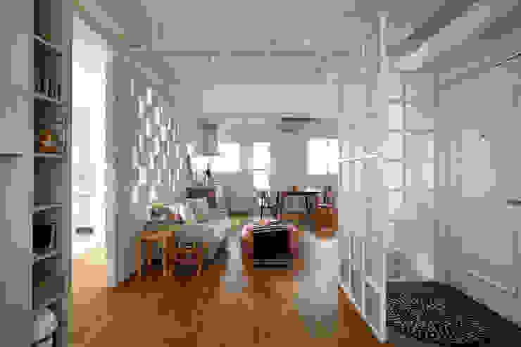 Wohnzimmer von 弘悅國際室內裝修有限公司, Modern OSB
