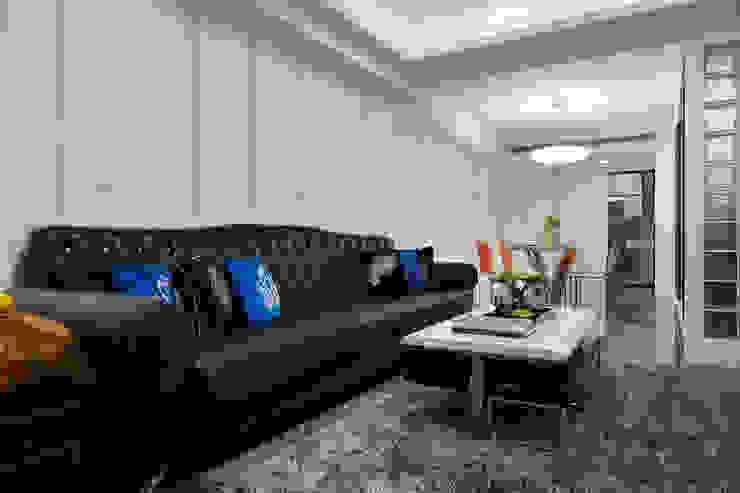 不同厚度與寬度的線條只為了增加空間順延伸的視覺感 Modern living room by 弘悅國際室內裝修有限公司 Modern MDF