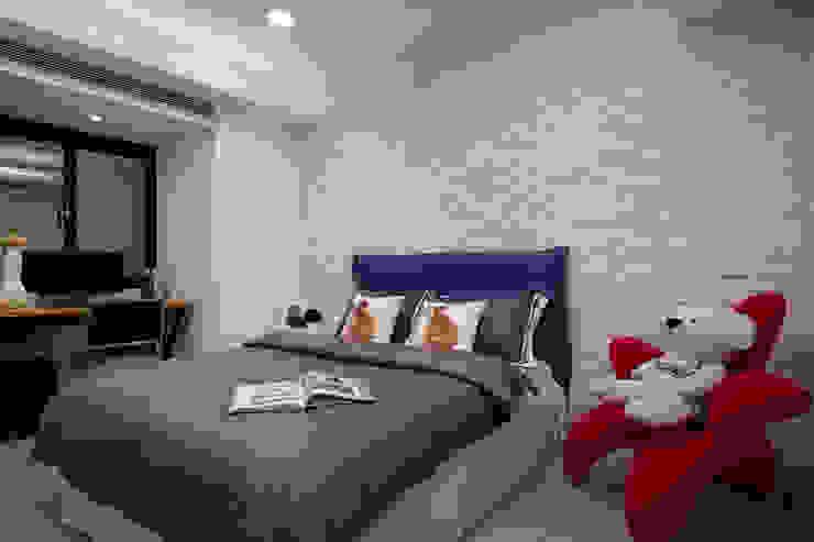 個性不同影響了居室呈現的氛圍,溫馨可愛呈現空間中的另一種質感 Scandinavian style bedroom by 弘悅國際室內裝修有限公司 Scandinavian Tiles