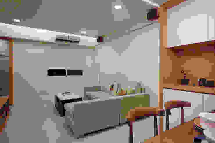 單層不大的空間儘量簡化用色避免造成擁擠的視覺焦點 根據 弘悅國際室內裝修有限公司 日式風、東方風 水泥