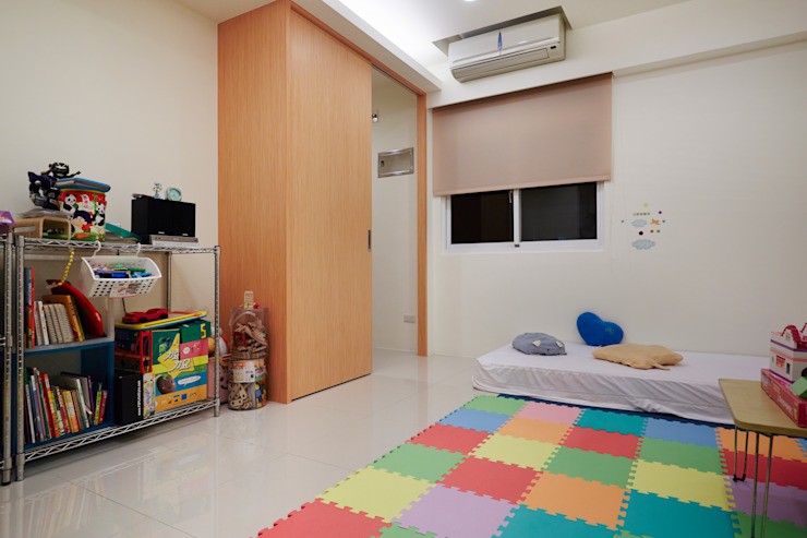 Cuartos infantiles de estilo  por 弘悅國際室內裝修有限公司,
