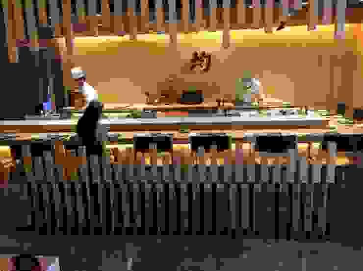 정통일식전문점 스시킨(Sushi KIN) 모던스타일 다이닝 룸 by oldantique design 오직 모양새만 생각하는 사람들 모던 합판