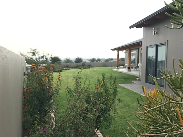 Gentle terraces to enjoy the veiw Country style garden by Acton Gardens Country