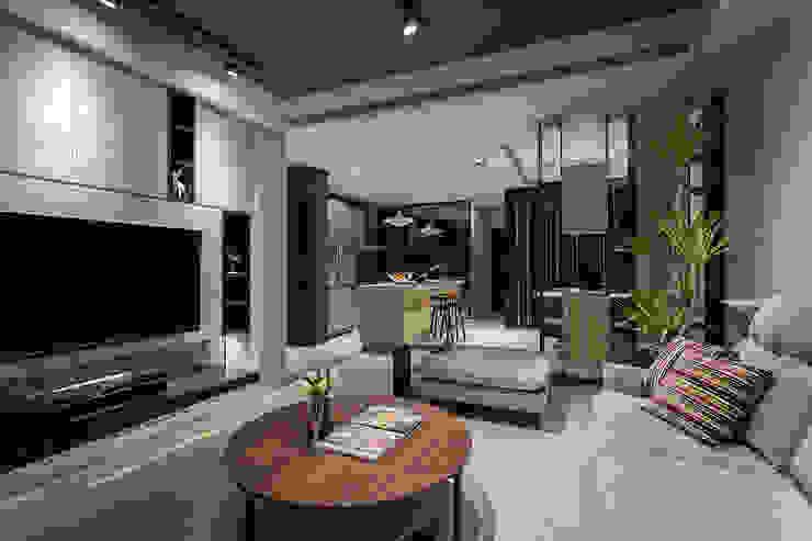 Phòng khách phong cách công nghiệp bởi Heng Yueh 恆岳設計 Công nghiệp