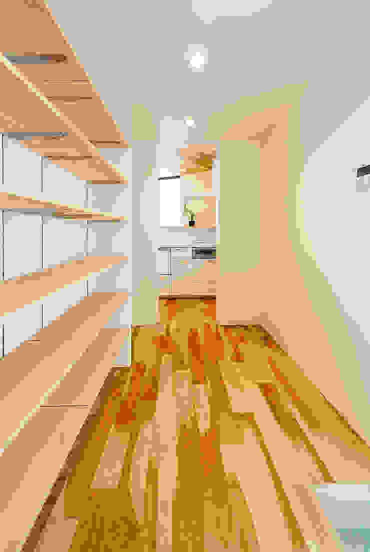 Ruang Ganti Gaya Skandinavia Oleh 一級建築士事務所haus Skandinavia Kayu Wood effect