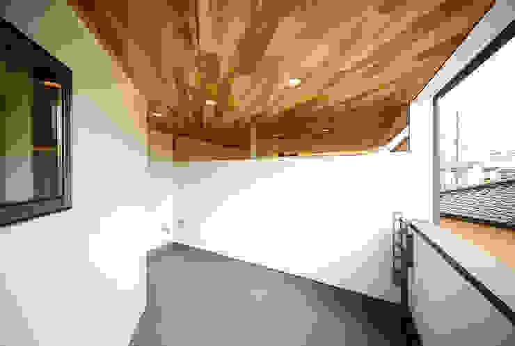 Balkon, Beranda & Teras Gaya Skandinavia Oleh 一級建築士事務所haus Skandinavia Kayu Wood effect