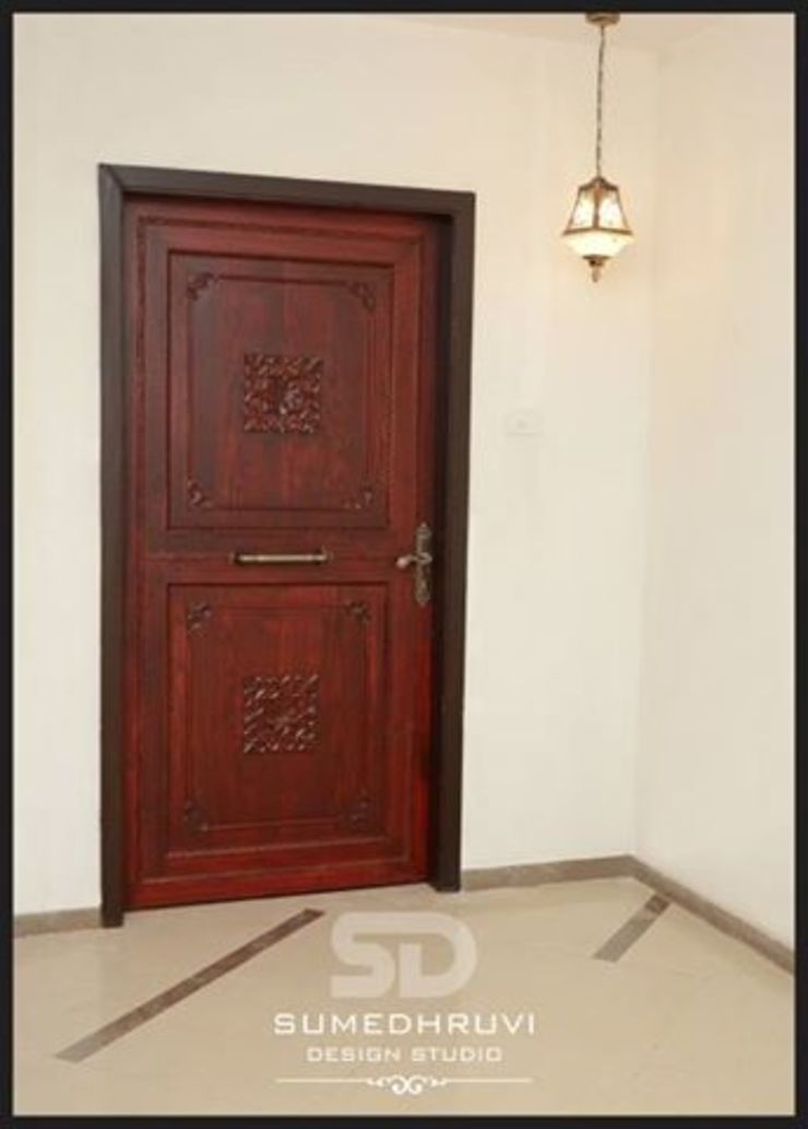 Main Door Classic style houses by SUMEDHRUVI DESIGN STUDIO Classic