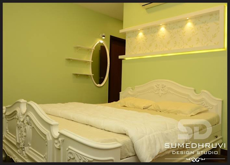 Bed with Highlighted Niche and Dressign Classic style bedroom by SUMEDHRUVI DESIGN STUDIO Classic