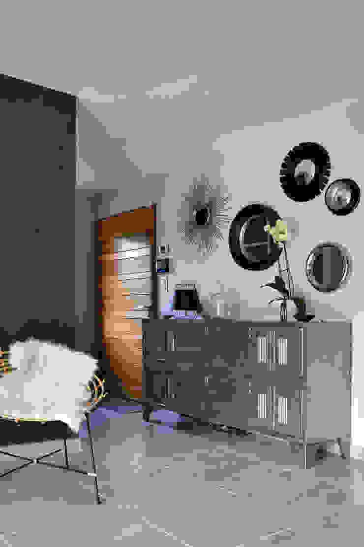 Agence Maïlys MOUTON Moderner Flur, Diele & Treppenhaus