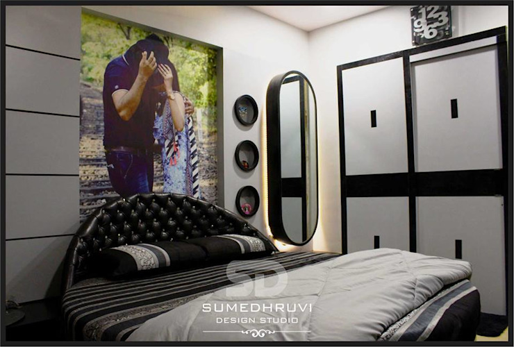 Round Bed and Dressing unit Modern Bedroom by SUMEDHRUVI DESIGN STUDIO Modern