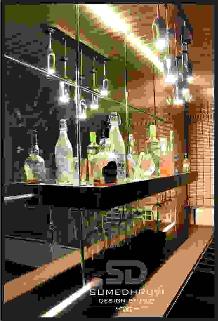 The DEVIL'S Bar Modern Garden by SUMEDHRUVI DESIGN STUDIO Modern