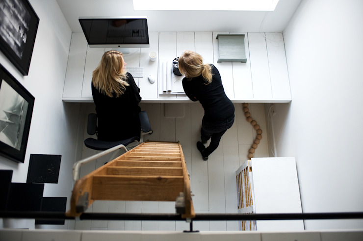 City apartment Scandinavische studeerkamer van J.PHINE Scandinavisch