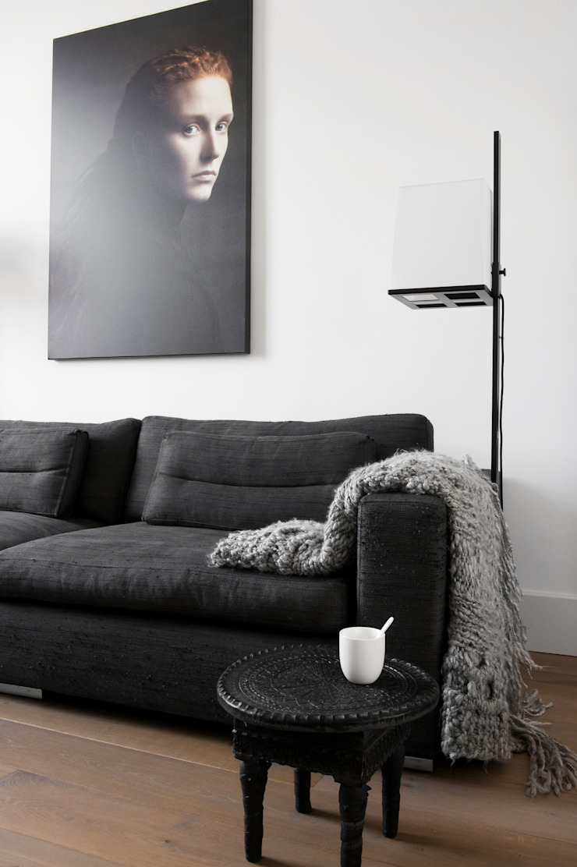 City apartment Minimalistische woonkamers van J.PHINE Minimalistisch