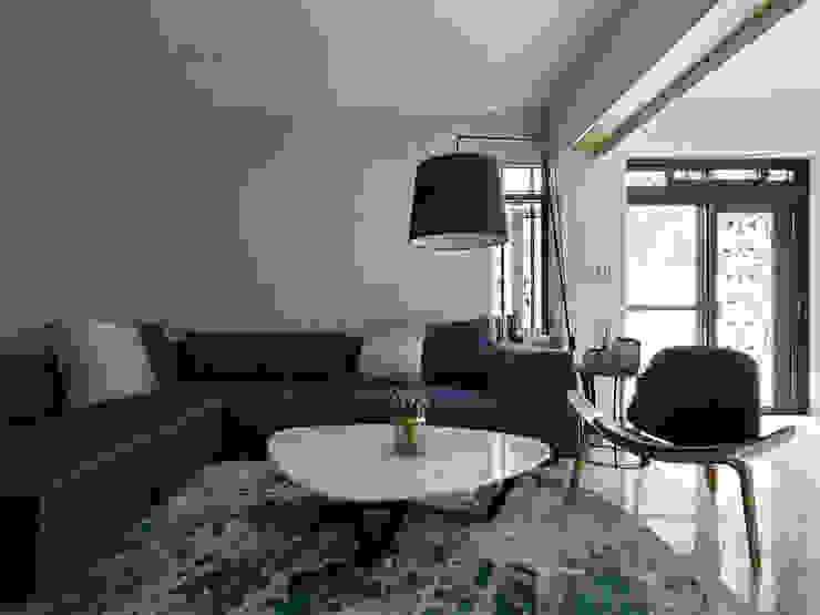 THE NEW WHITE PLACE 现代客厅設計點子、靈感 & 圖片 根據 大集國際室內裝修設計工程有限公司 現代風