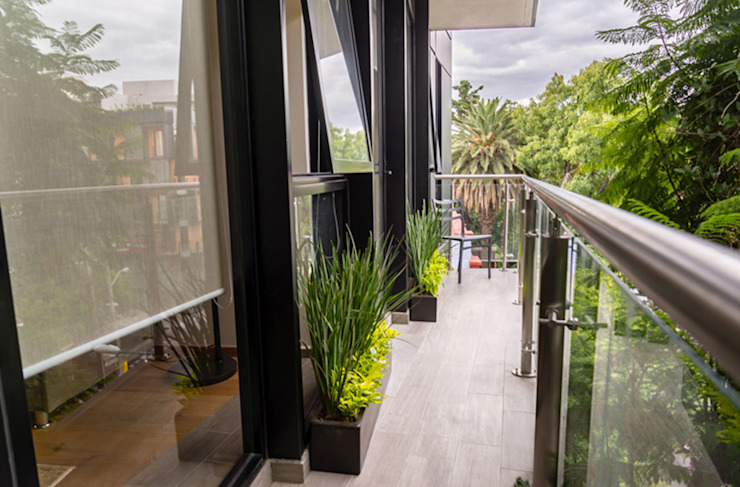 Erika Winters Design Balcone, Veranda & Terrazza in stile moderno