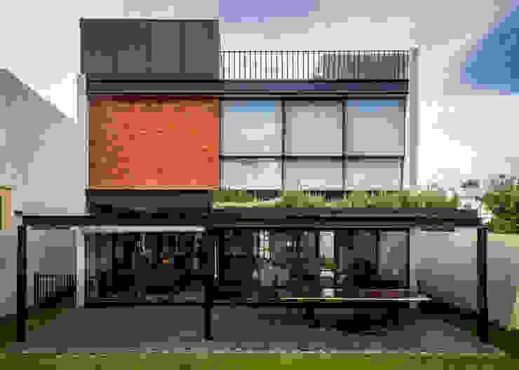 現代房屋設計點子、靈感 & 圖片 根據 deFORMA estudio creativo 現代風