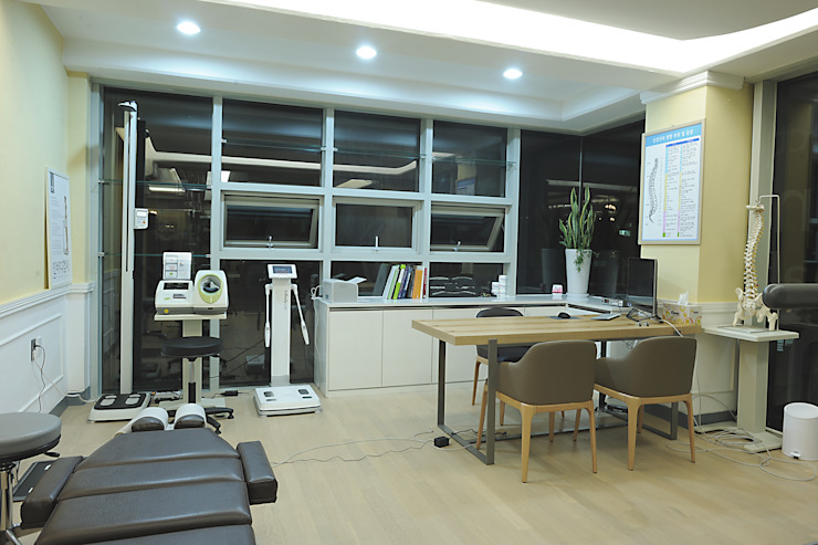 Scandinavian style gym by oldantique design 오직 모양새만 생각하는 사람들 Scandinavian Wood-Plastic Composite