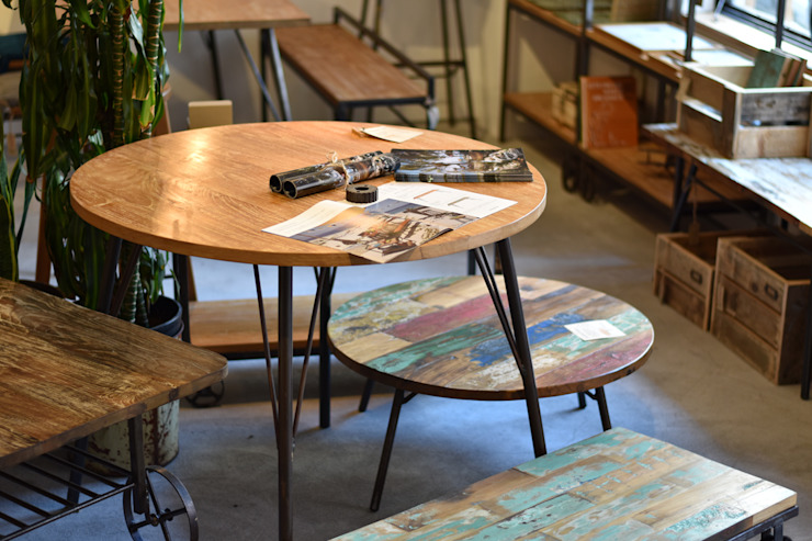 round table low table: gleamが手掛けた工業用です。,インダストリアル