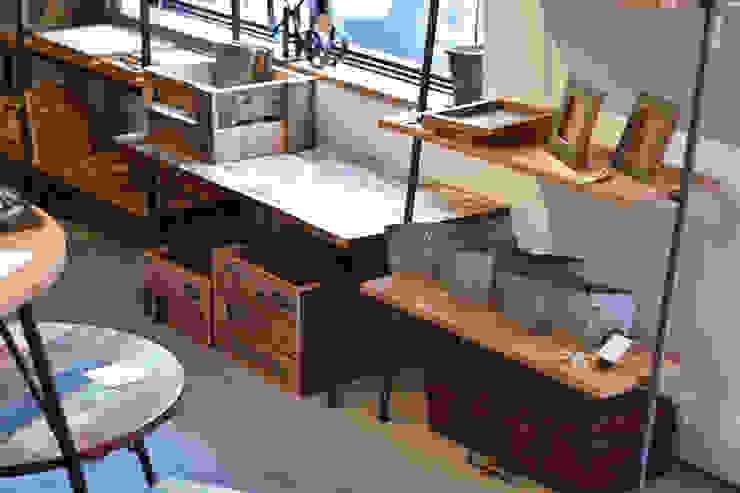 テーブルとシェルフ: gleamが手掛けた工業用です。,インダストリアル