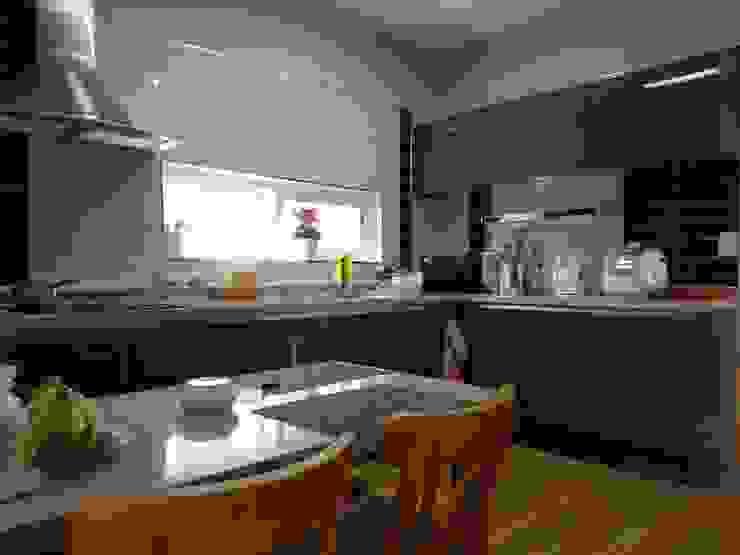 現代廚房設計點子、靈感&圖片 根據 우영에코홈 現代風