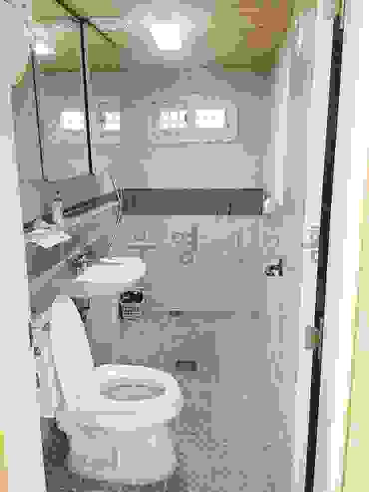 이동식 목조 주택 (모듈러 하우스) 모던스타일 욕실 by 우영에코홈 모던