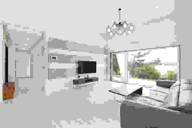 Modern Living Room by (주)그린홈예진 Modern