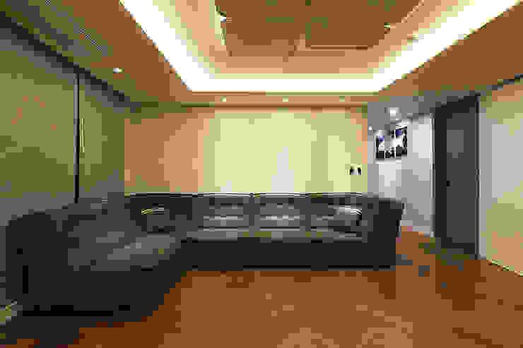 일곱기둥 인테리어 Salas de estilo moderno