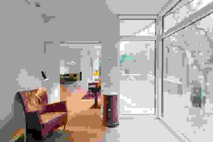 Villa Rypen Scandinavian style living room by C.F. Møller Architects Scandinavian