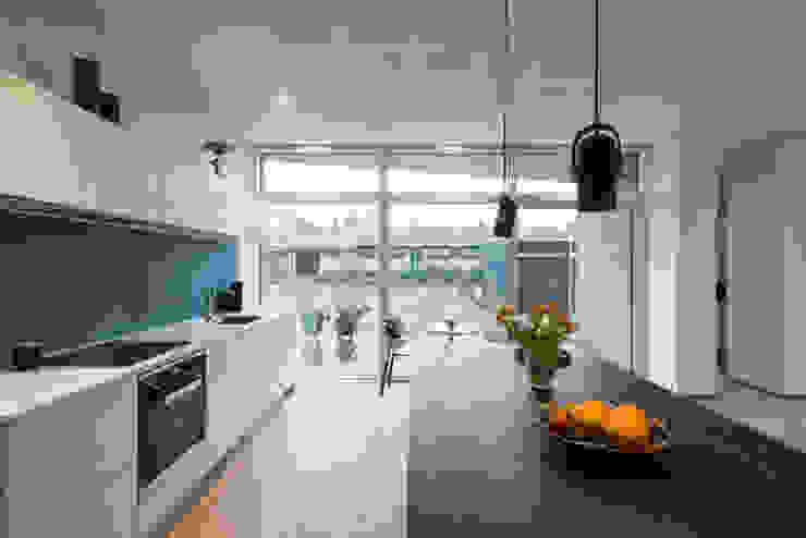 Villa Rypen Scandinavian style kitchen by C.F. Møller Architects Scandinavian
