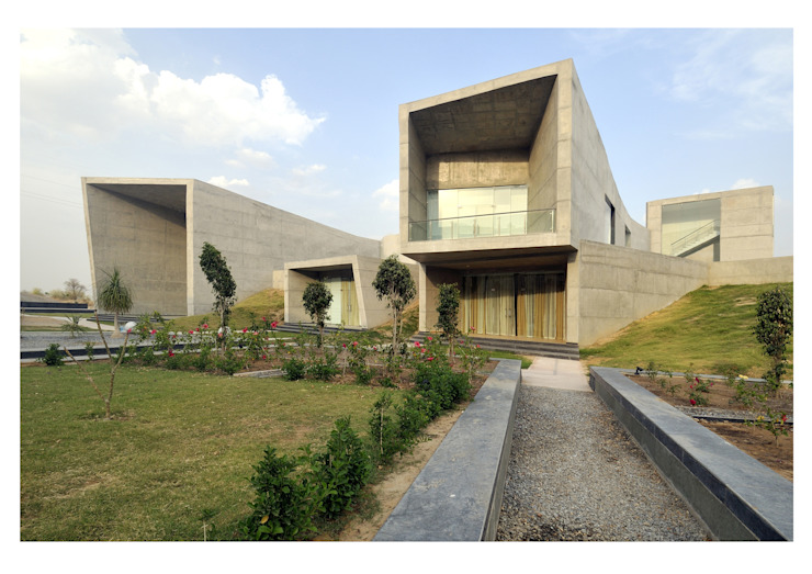 THE COURTYARDS HOUSE Modern houses by SANJAY PURI ARCHITECTS Modern