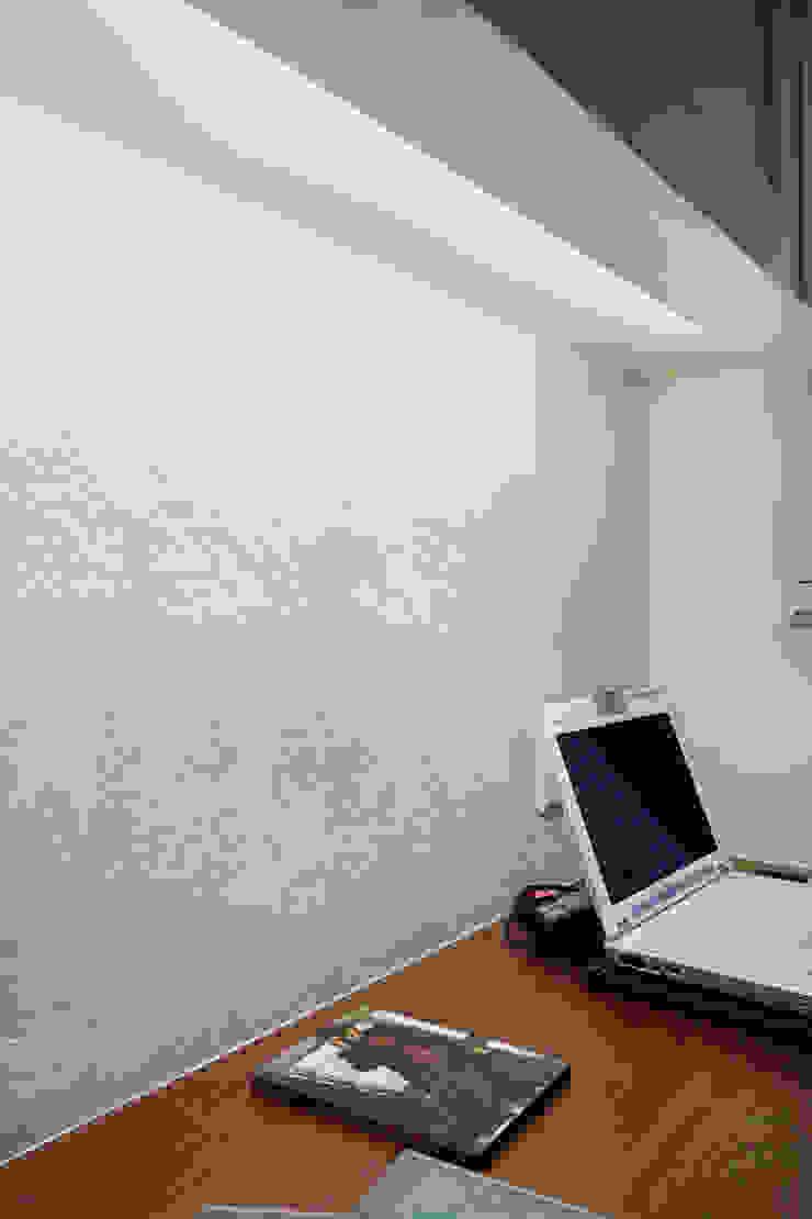 特殊質感的漆面讓工作的時候不會單調 توسط 弘悅國際室內裝修有限公司 کانتری سیمان