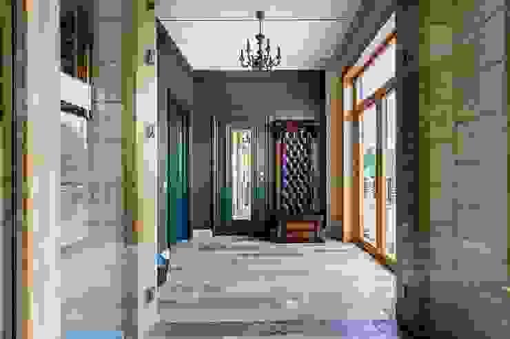 經典風格的走廊,走廊和樓梯 根據 GOOD WOOD 古典風