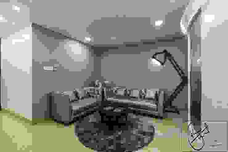 Office Project, Bilaspur ESHA GARG : Interior Designer Corridor, hallway & stairs Seating
