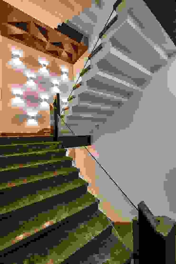 Office Project, Bilaspur ESHA GARG : Interior Designer Corridor, hallway & stairs Stairs