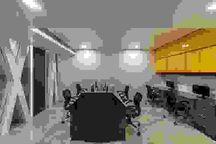 Office Project, Bilaspur ESHA GARG : Interior Designer Study/officeDesks