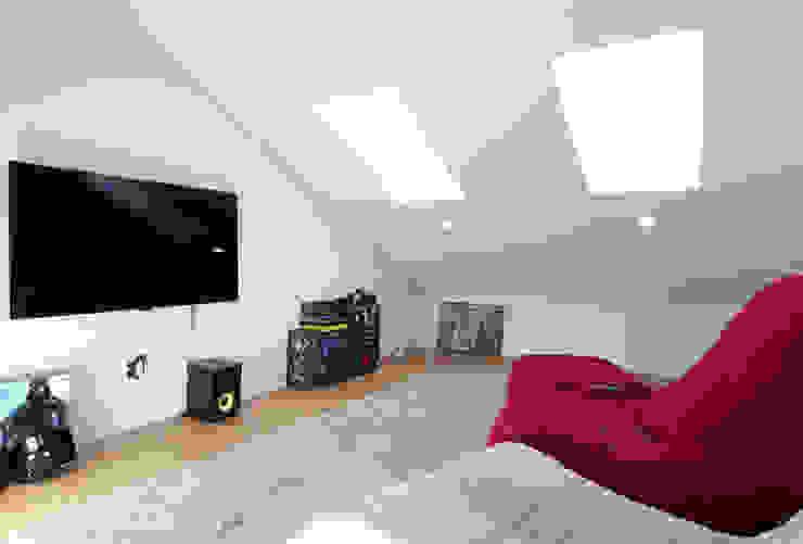 Salas multimedia de estilo moderno de 위빌종합건설 Moderno