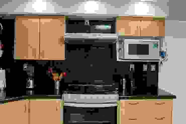 cocina de granito verde ubatuva de homify Moderno Granito