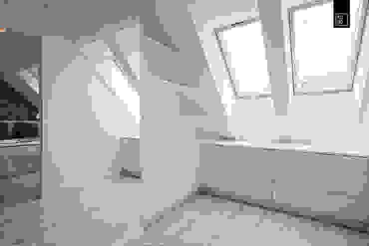 Ruang Ganti oleh KODO projekty i realizacje wnętrz, Modern